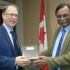 H.E. the High Commissioner presenting gift to Mr. Ian Shugart, Deputy Minister of Foreign Affairs of Canada